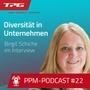 Portraitfoto von Birgit Schiche auf blauem Untergrund, dazu der Titel des Podcasts (weiß) und das tpg-Logos in Rot